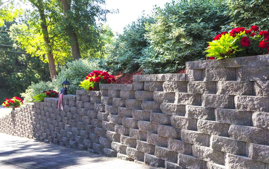 interlocking concrete retaining wall