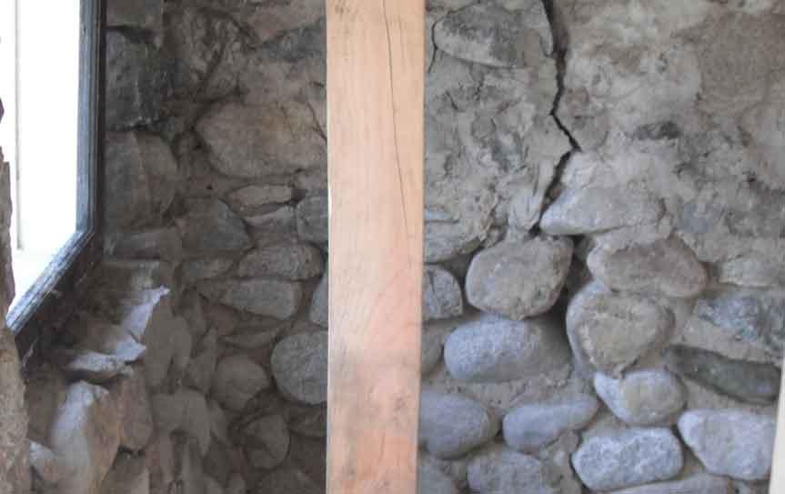 river rock crack